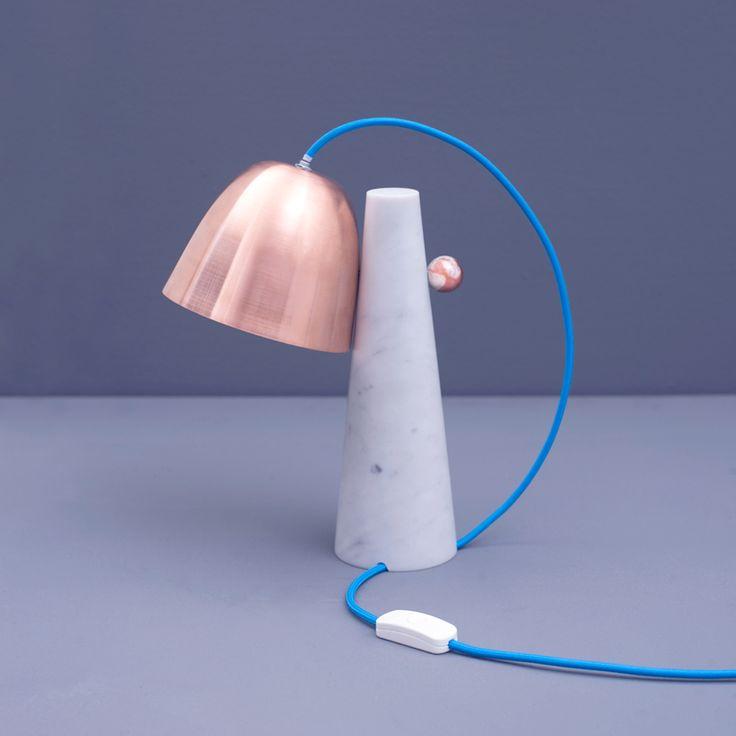 Lampe à poser Clochette, par le studio de design italien Zpstudio.