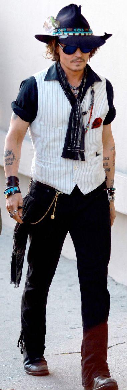 And don't forget, I LOVE Johnny Depp! - Ôoooooooooooo lá em casa!!!!