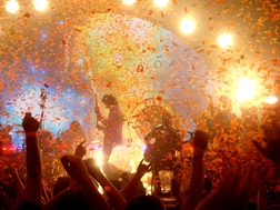 I'm not that big on concerts... but I really, REALLY want to see The Flaming Lips live.
