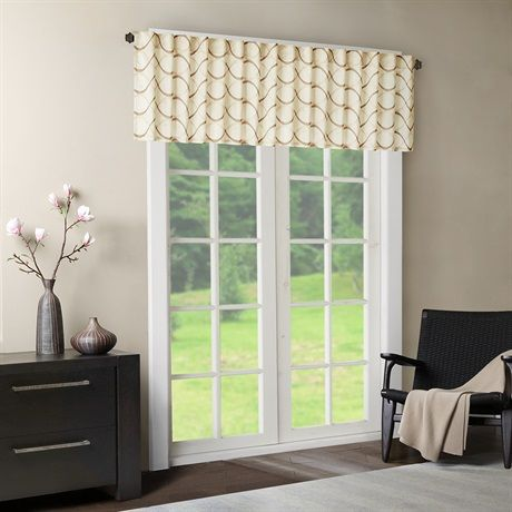 Two-tone embroidered ogee on iridescent taffeta. Soft wave ogee is easy to live with. The beautifully embroidered ogee combined with the light ivory color creates a perfect transitional look. Valance features added lining and a 3