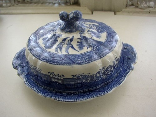 Blue Willow covered butter dish & 33 best Blue and Red Willow Dishes images on Pinterest | Dishes ...