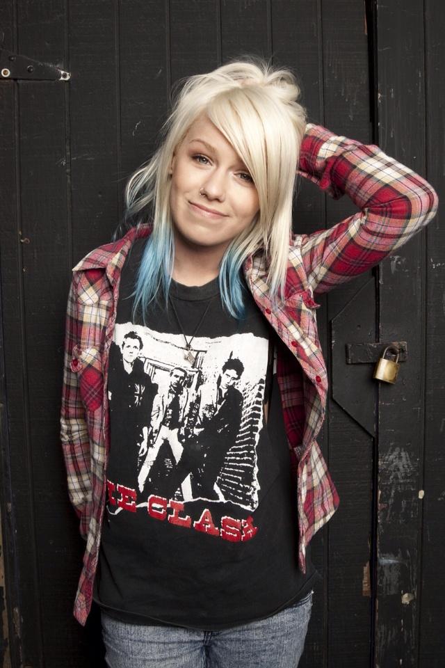 {FC:Jenna Mcdougall } Hey I'm Jenna, I'm single and 18. I'm in a band called tonight Alive and I'm  Australian