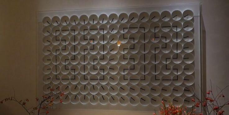 Une horloge murale composée de 135 horloges une horloge murale composee de 135 horloges 600x301 photo