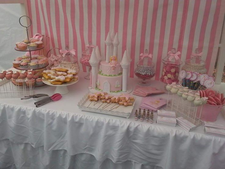 Castle cake and lolly buffet