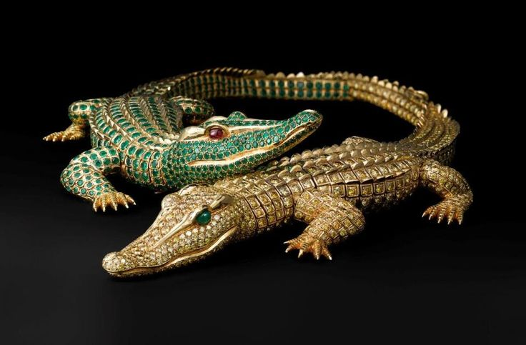 Crocodile necklace horizontal and vertical: Crocodile necklace made as a special order for María Félix. Cartier Paris, special order, 1975. Gold, diamonds, emeralds, rubies; Length 30 cm. and 27.3 cm. Cartier Collection. Photo: Vincent Wulveryck, Cartier Collection © Cartier. | Brilliant: Cartier in the 20th Century | Denver Art Museum