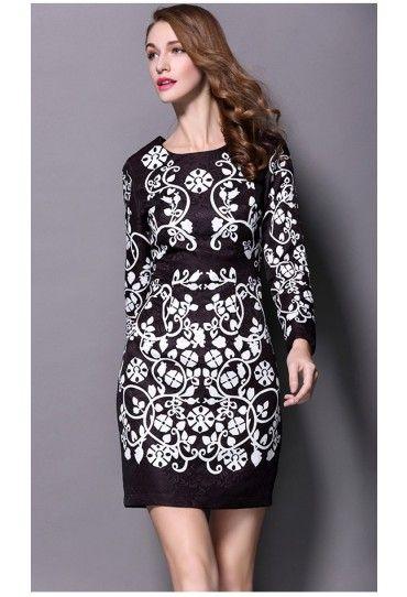 #Rochia de zi cu model alb-negru si maneci lungi este o #tinuta perfecta pentru acest #sezon.