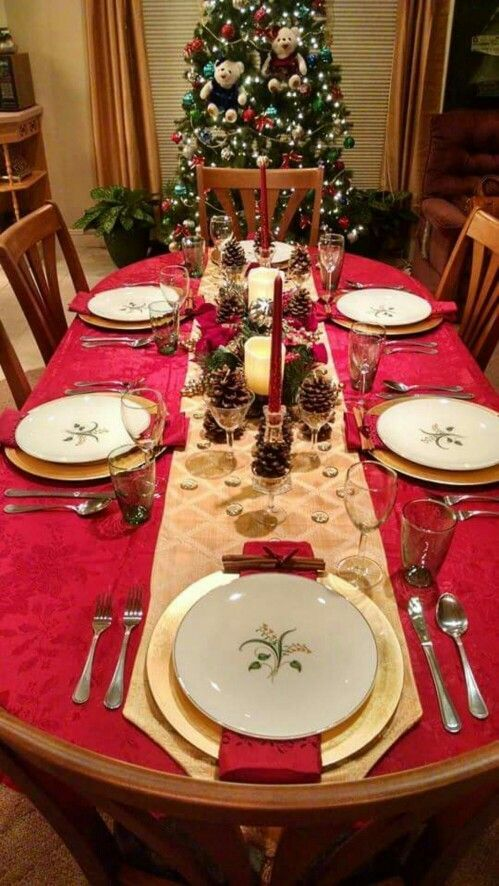 60 Best Christmas Table Decor Ideas For Christmas 2019 Where Traditions Meets Grandeur With Images Christmas Dinner Table Settings Christmas Table Christmas Dinner Table