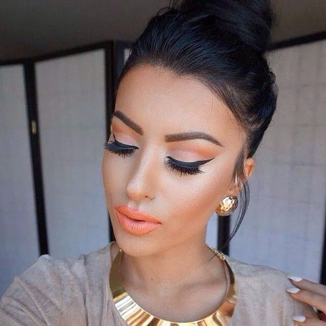 """Maha make up#models #foundation #contouring #eyeshadow #eyeliner #light #lip #instamakeup #instafashion #like4like #dubai #ksa #kuwait #qatar #lebanon…"""