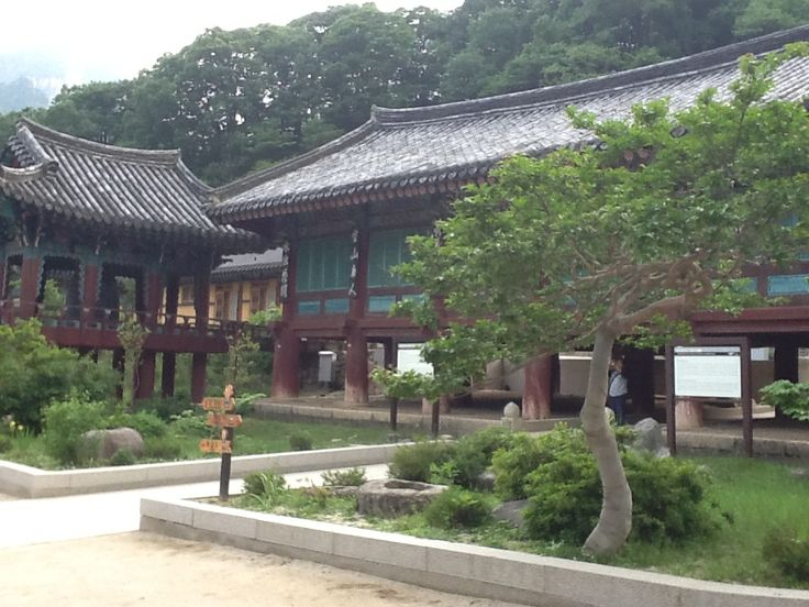 Day 3- Shinheungsa temple Shinheungsa, is a head temple of the Jogye Order of Korean Buddhism. It is situated on the slopes of Seoraksan in Sokcho, Gangwon Province, South Korea. #AviaPromo #Holiday More info please call 021-4223838 email:aviaweb@avia-tour.com