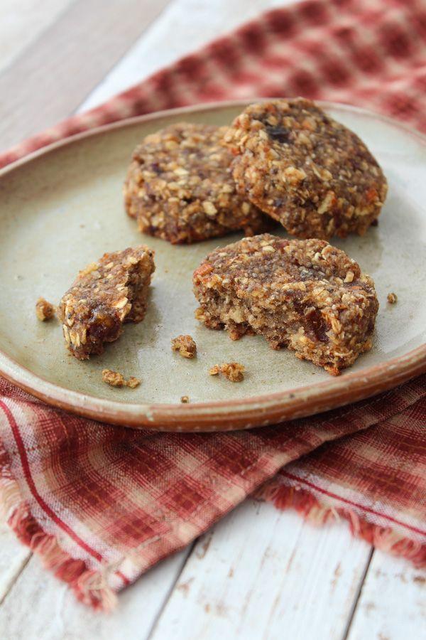 Os cookies de aveia, tâmara e chia são perfeitos para o lanche ou para substituir as barrinhas de cereal industrializadas.