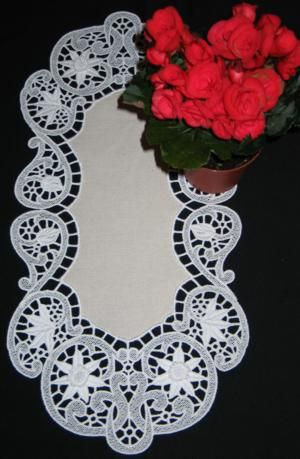 Advanced Embroidery Designs - Oval Daffodil Table Runner