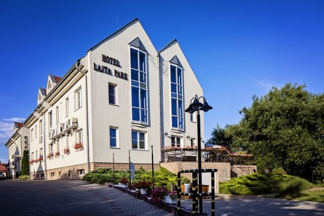 Adress: 9200 Mosonmagyaróvár Vízpart utca 6 www.hotellajtapark.hu info@hotellajtapark.hu +36/96 207 088