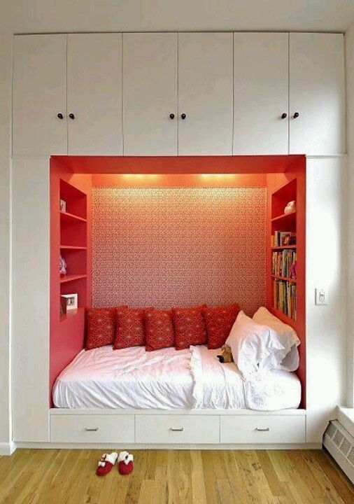 Would love this in my dream room. think the bookshelf in the bed idea is brill!