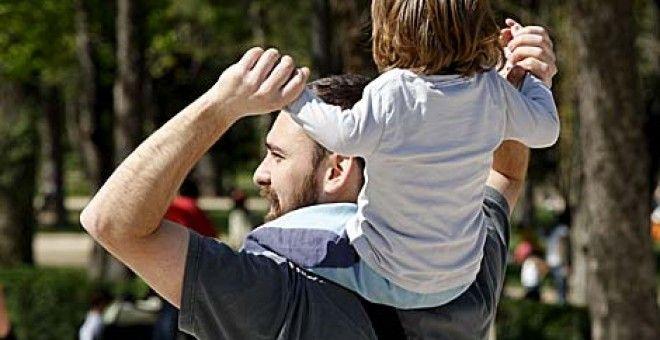 El Gobierno congela la ampliación a cinco semanas del permiso de paternidad