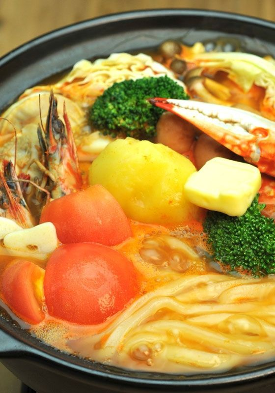いつもの冷凍うどんを美味しくするアレンジレシピ「8」選 - macaroni 4、海鮮チリトマトで刺激的うどん☆