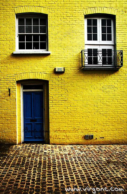 To live in a yellow house. Must be like living in happiness.