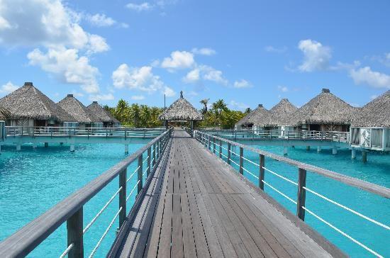 The St. Regis Bora Bora Resort - 10 bangalôs incríveis sobre o mar