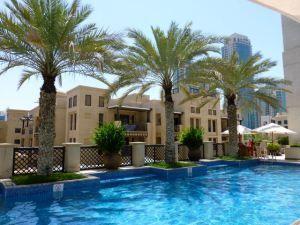 DUBAI: What do you mean you like flying?The pool at the end of the rainbow. The Al Manzil Hotel - Dubai (Photo: Louise Eddy)