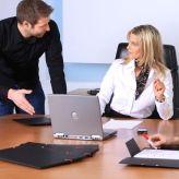 Sich vom alten Arbeitgeber im Guten zu trennen, bringt nur Vorteile. Wir erklären, was Sie beim Kündigungsgespräch beachten sollten.