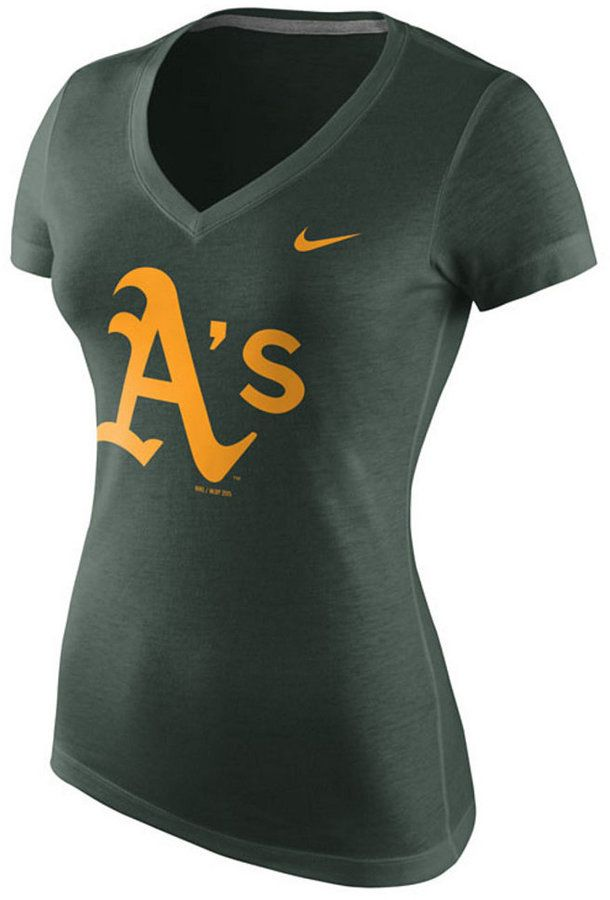 The sleek Nike MLB women's V-neck Logo T-shirt will keep you looking good as you cheer. With a slim fit and Oakland Athletics logo at front, this is one good-looking women's top perfect for a day at the ballpark. V-neck Short sleeves Screen print team logo at front Siim fit Tagless Cotton Machine washable