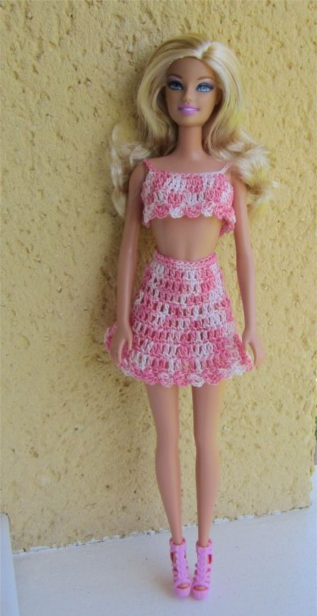 Cela faisait un moment qu'on me demandait des modèles pour Barbie... j'en avais tellement fait à une certaine époque que je n'en avais plus...