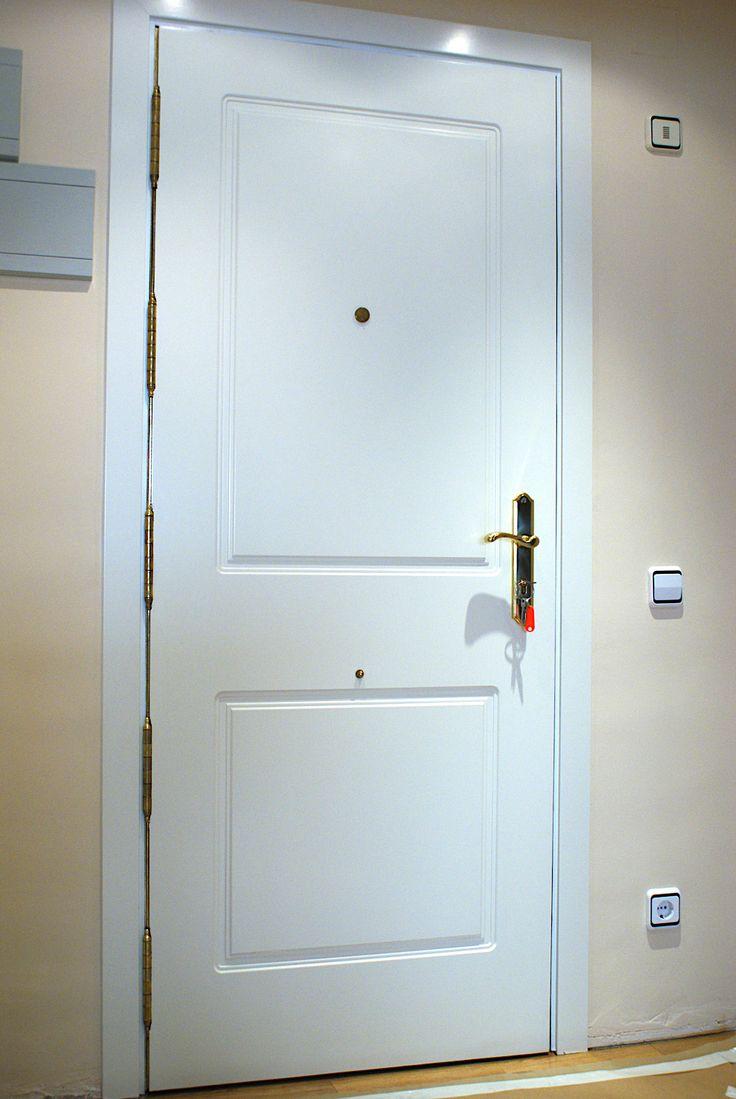 Panelamos la #puertablindada de su casa con un acabado igual que las #puertas de paso