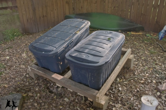 DIY Composting Bin (worm). I wonder if you have to worry about it being too hot for the worms?