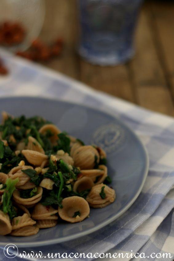 Orecchiette di farro con spinaci e nocciole