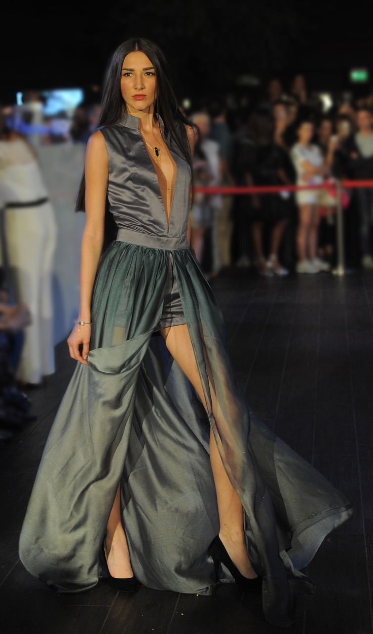 FASHION SHOW 2015 Istituto di Moda Burgo - INDONESIA www.imb.it  Abito realizzato da Nerissa Putri, Stilista di Moda  Creation of Nerissa Putri, Fashion Stylist