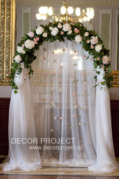 Hotel Savoy, Moscow. Classic wedding in gold and peony color. The arch, wedding gates