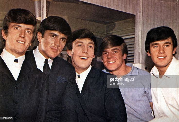 Photo of Dave CLARK and Lenny DAVIDSON and Mike SMITH and Rick HUXLEY and Denis PAYTON and DAVE CLARK FIVE; Group portrait - L-R Rick Huxley, Dave Clark, Mike Smith, Lanny Davidson and Denis Payton