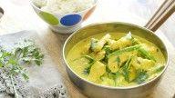 Curry med kokosmelk, koriander og svinekjøtt