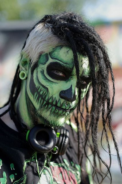green skull rocker makeup