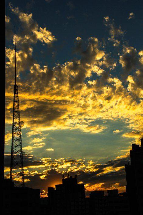Beleza no céu de SP! http://artescetera.com.br/2014/11/10/sessao-de-fotos-da-janela/