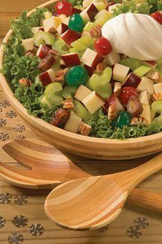 Una ensalada con ingredientes navideños como manzana y nuez. Muy rica y especial para estas fechas navideñas.