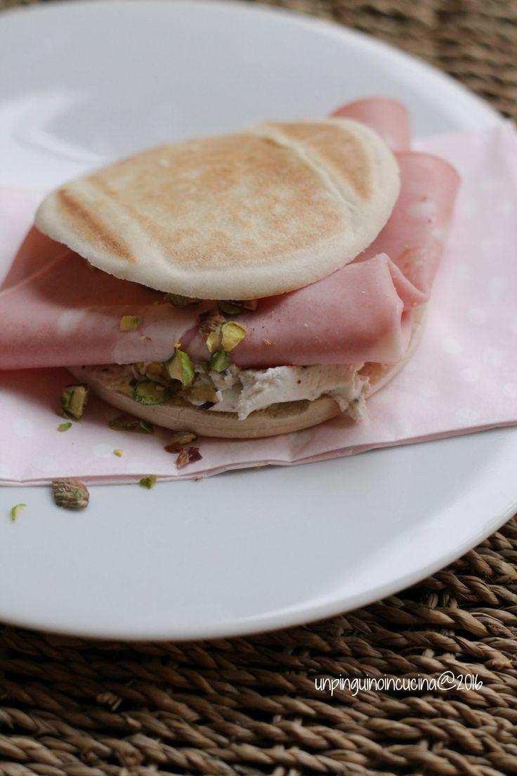 Tigella (Italian flatbread) with Truffle Cream Cheese, Bologna and Pistachios - Tigelle con robiola al tartufo, mortadella e pistacchi | Un Pinguino in Cucina
