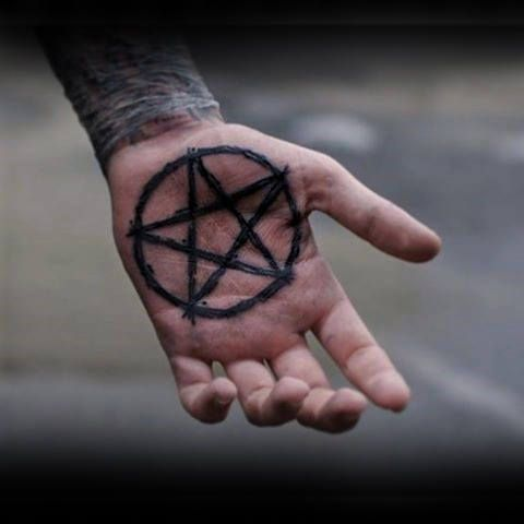 50 Pentagramm Tattoo-Designs für Männer – fünf Spitzen Star Ideen