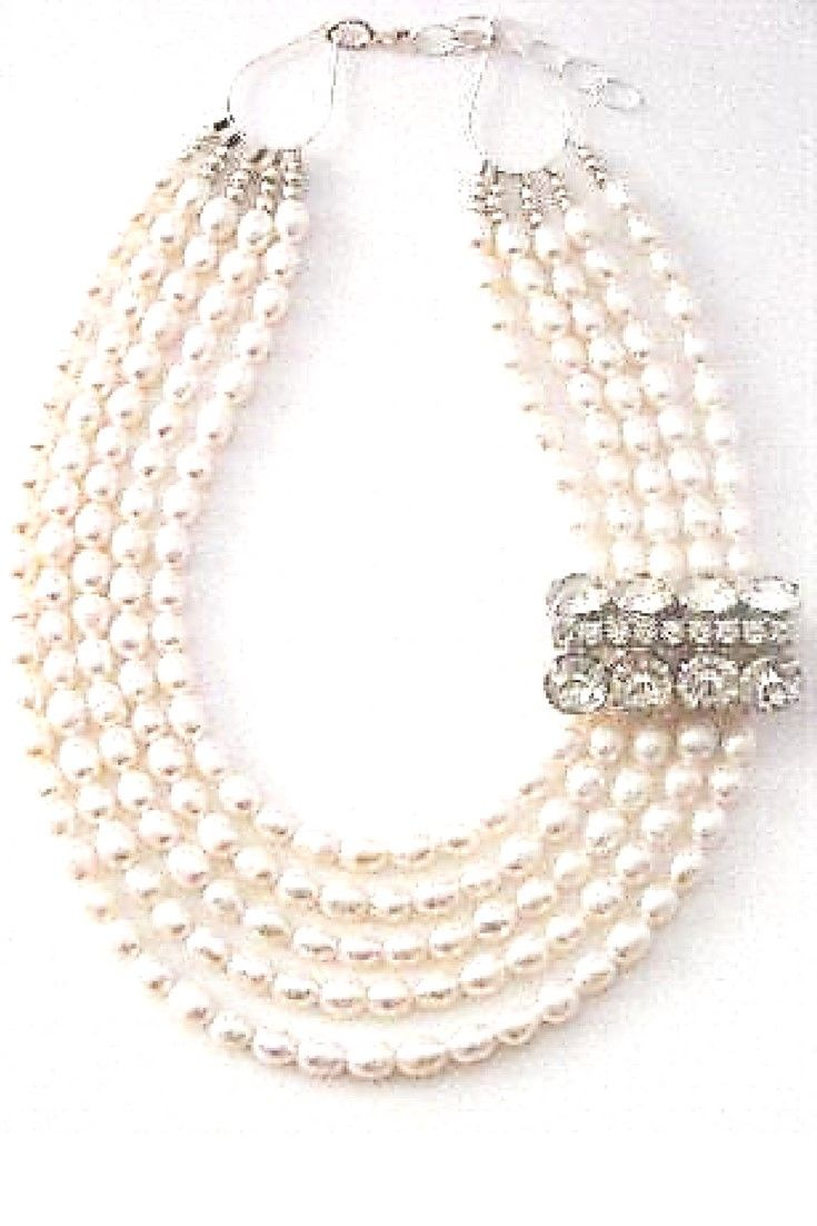 White freshwater pearls & Vintage brooch.  One-of-a-kind statement necklace handmade with white freshwater pearls paired with vintage brooch $280,00. #freshwaterpearl#handmadenecklace#statementnecklaces#necklaces