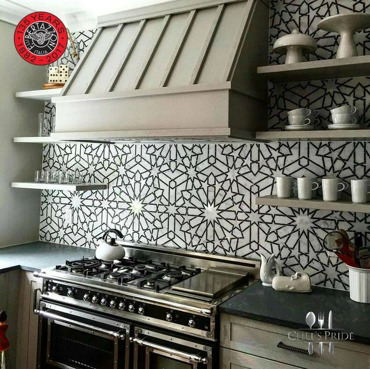 We LOVE this #Bertazzoni #Heritage #Cooker with that magnificent backdrop! Do you? #ToCookBeautifully #ItalianStyle