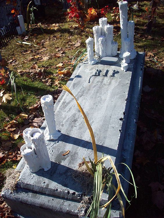 17 best images about halloween stuff on pinterest for Grave decorations ideas