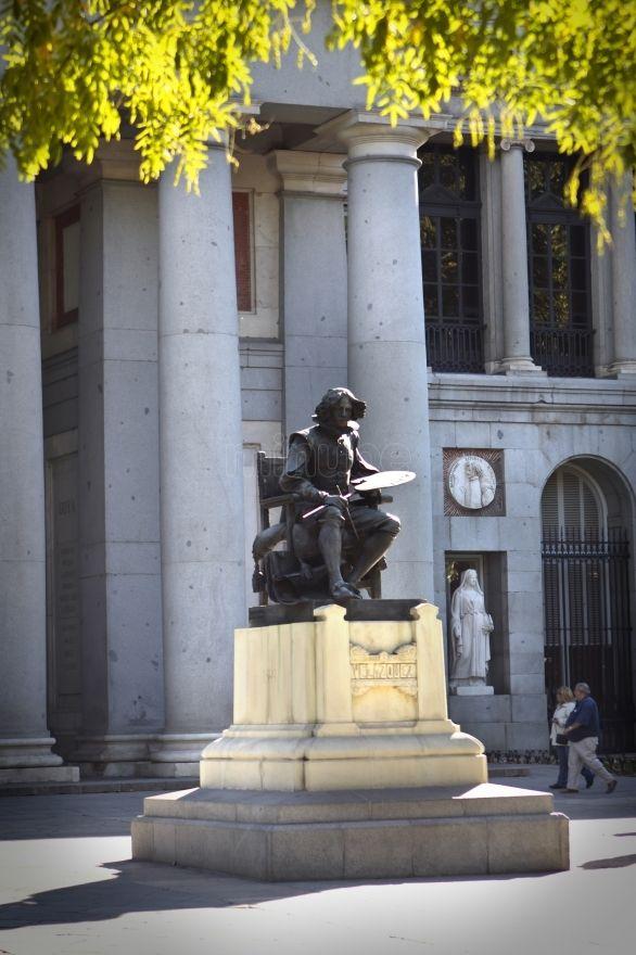 Estatua de velazquez museo del prado madrid madrid for Restaurante lamucca de prado madrid