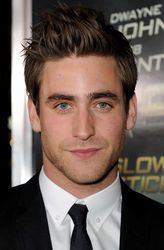 """Oliver Jackson-Cohen played Jonathan Harker In the 2013 tv series """"Dracula"""""""
