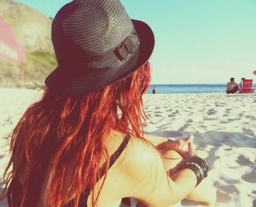 As we get ready for sunny summer days, most of us redheads are conscious of protecting our delicate skin from the ravishes of the sun when at the beach, but what about protecting our red hair and skin at the same time?  Hair Protection: How to be a Redhead is always talking about hair sunscreens and with so many on the market, it is ea