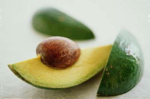 9 Gründe, warum du den Avocadokern essen solltest