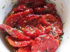 Tomate seco no microondas, o ingrediente perfeito para seus pratos de macarrão e pizza! Aprenda a preparar, clique na imagem!