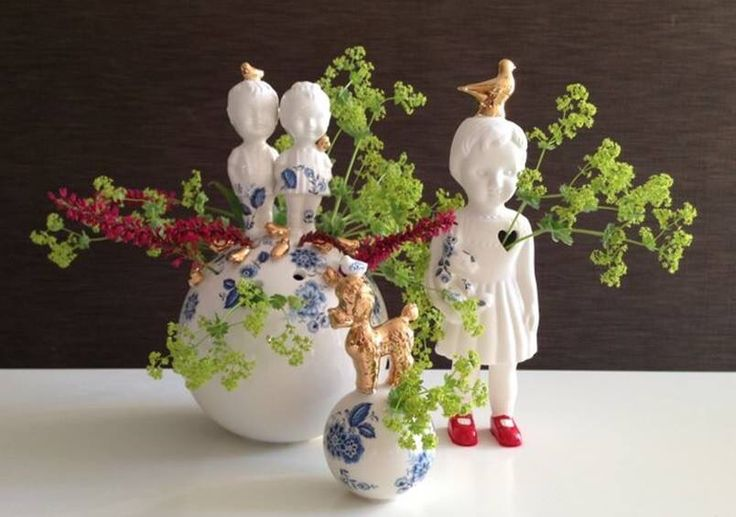 Porcelain with gold&blue and Lots of flowers! #Lammersenlammers #Studiodewinkel