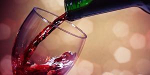 Cómo quitar las manchas de vino tinto