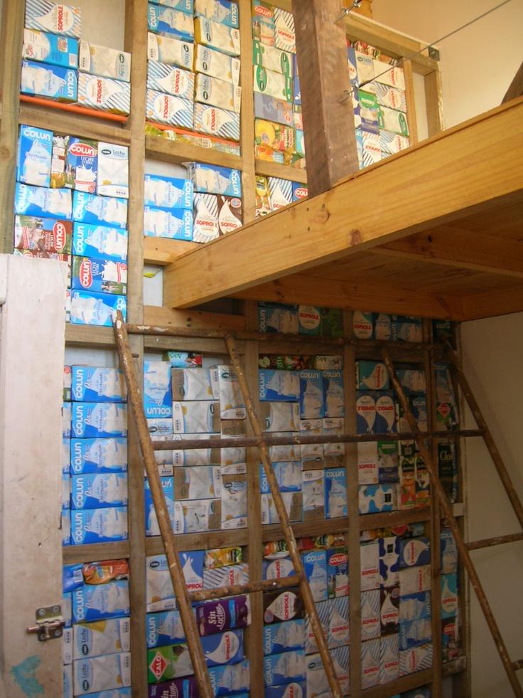 Muro con aislación Tetrapack, en habitación Laurel
