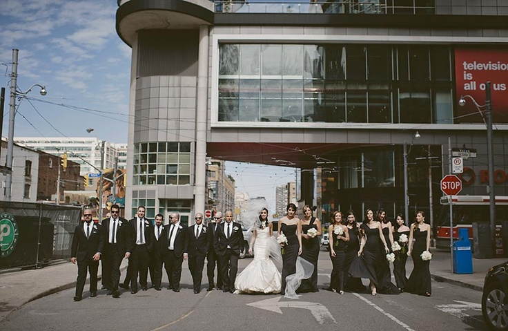 Great wedding party shot in downtown Toronto! / Photography by Impulse Photography/ www.impulsephotographyblog.com