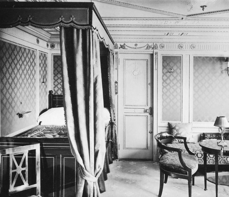 Inside the Titanic. First class cabin.